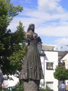 bullayer-brautrock-statue.jpg